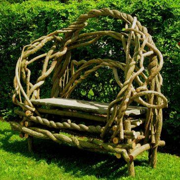 Resident turns vines into art